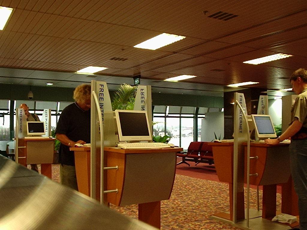 В аэропорту бесплатный интернет